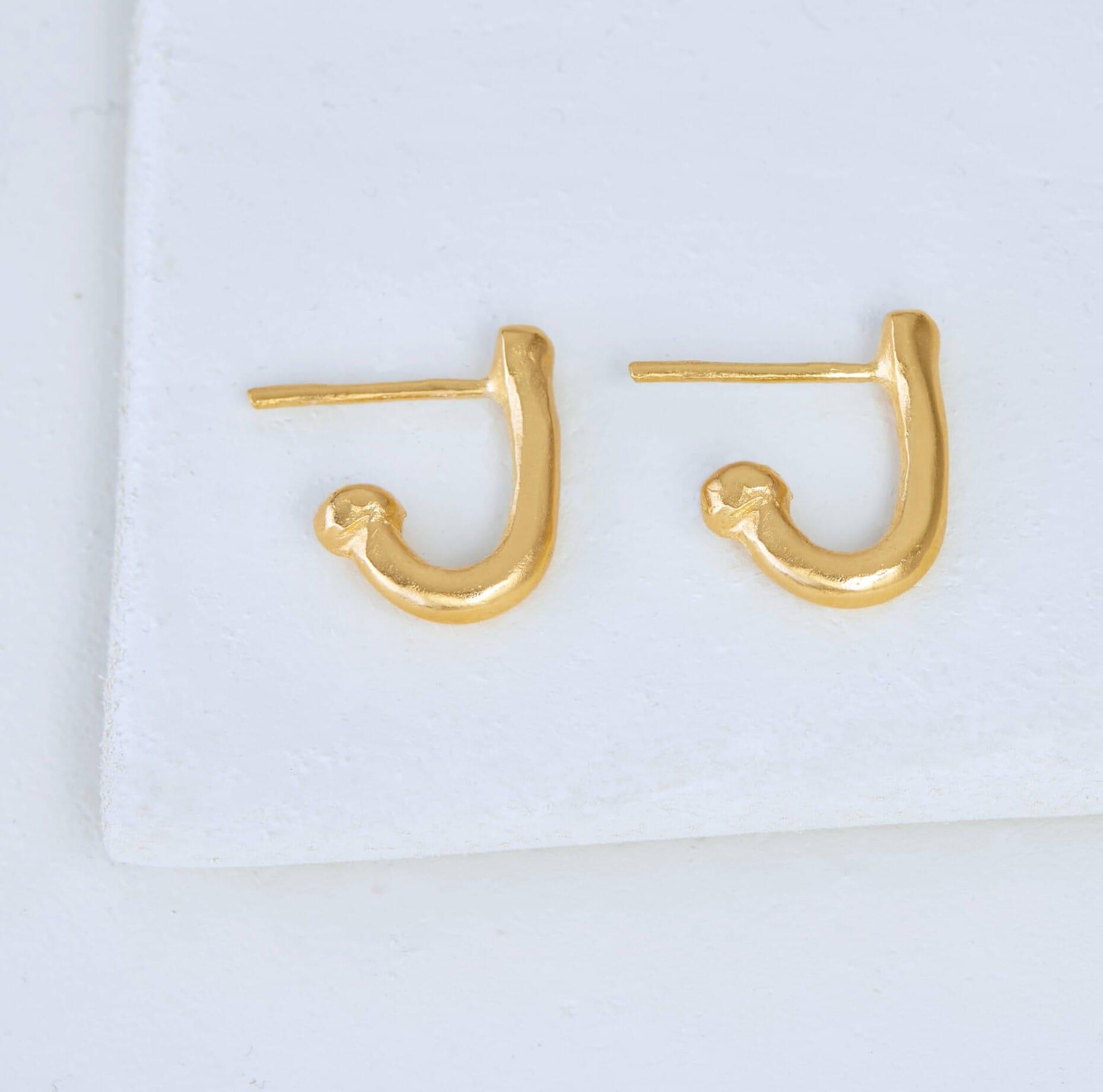 עגילים חובקים מונחים Embrace Earrings Side